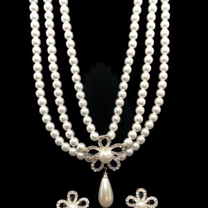 Pearl-necklace-earrings